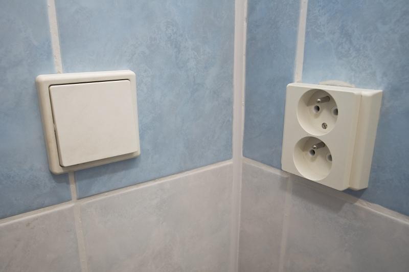 Pas på med elektrisk overspænding - Få fat i en professionel og autoriseret elektriker